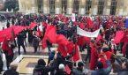 مغاربة أوروبا يتظاهرون بباريس تنديدا بالمس برمز من رموز الوطن
